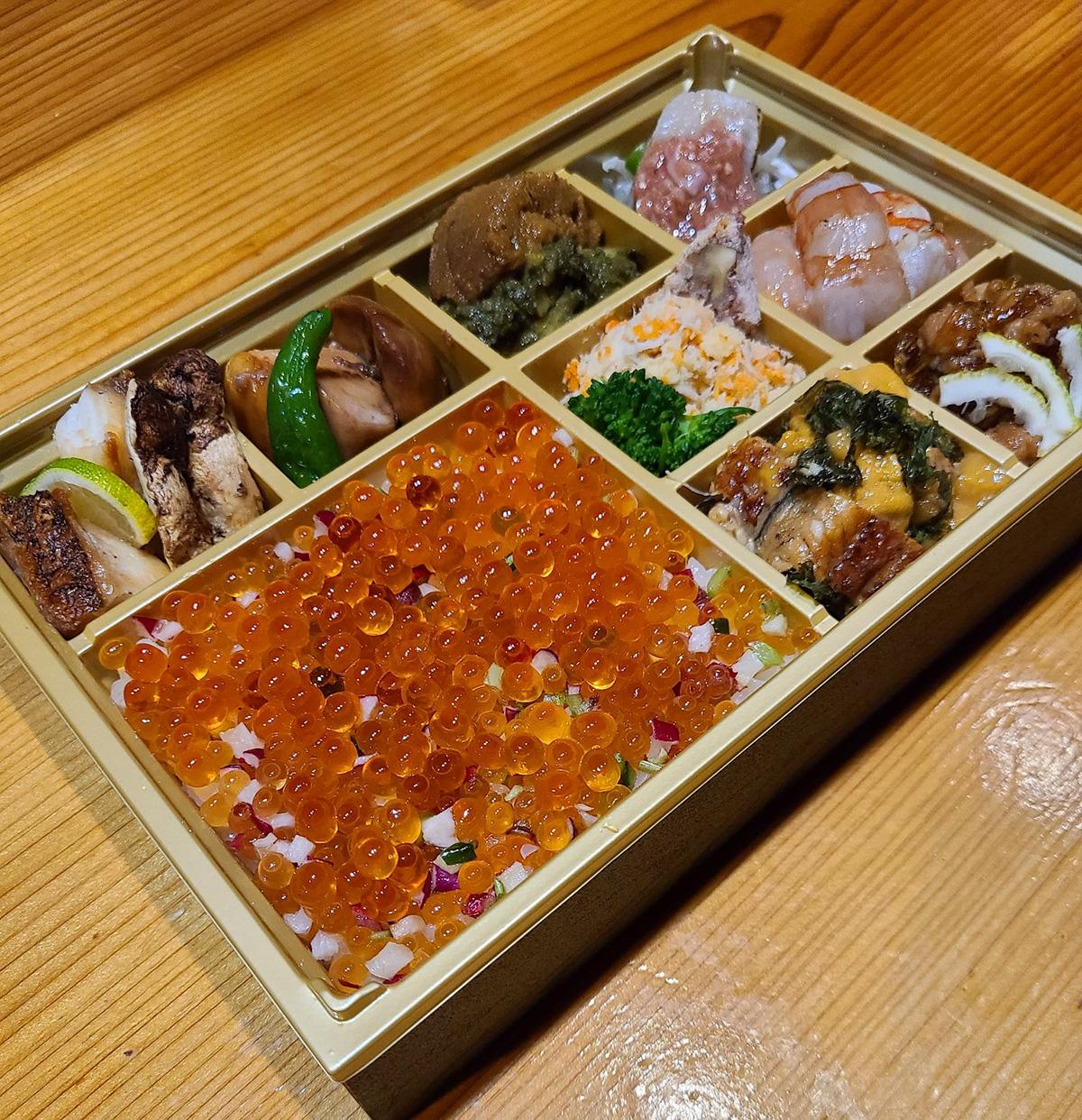ぎやまんの8種の日替わり酒肴と彩り野菜とピンポンいくらのちらし寿司
